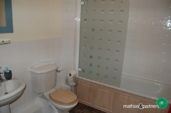 'Family' Bathroom
